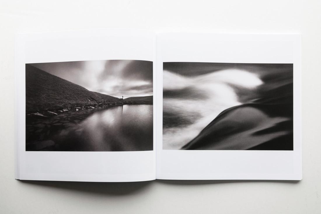 Katalog festiwalu z moimi zdjęciami i esejem dra Krzysztofa Jureckiego