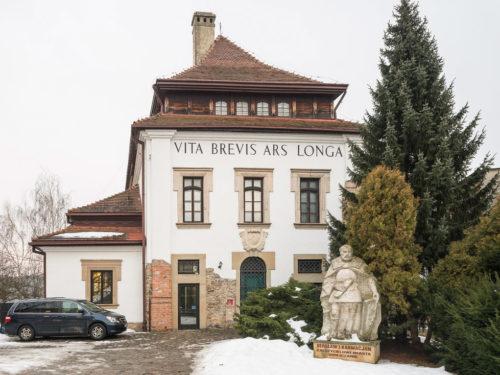 <em> Axis mundi: kapliczki i krzyże przydrożne</em>, <br>Muzeum Karwacjanów i Gładyszów,<br> Gorlice