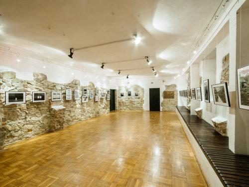 <em>Drzewa-Cienie-Śnienie</em>,<br>Muzeum Karwacjanów i Gładyszów,<br>Gorlice